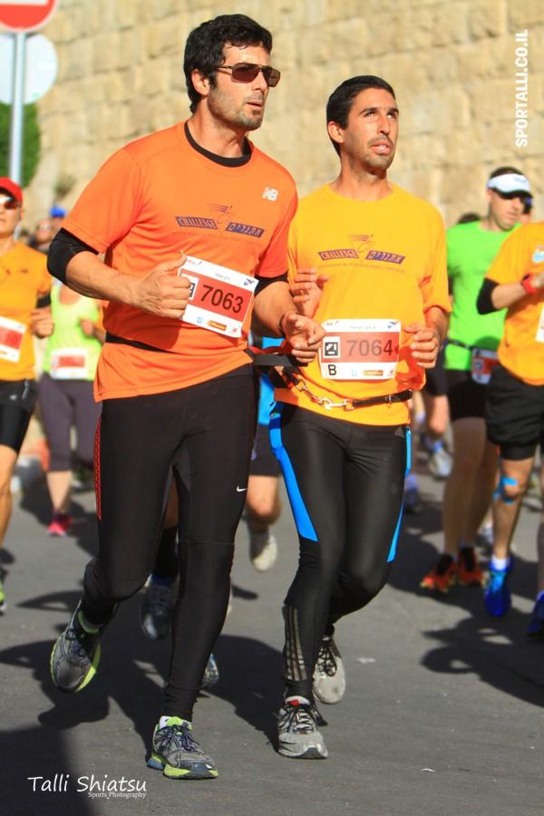 מרתון ירושלים 2014 | רון שחר ואיתם ישראלי בריצה משותפת
