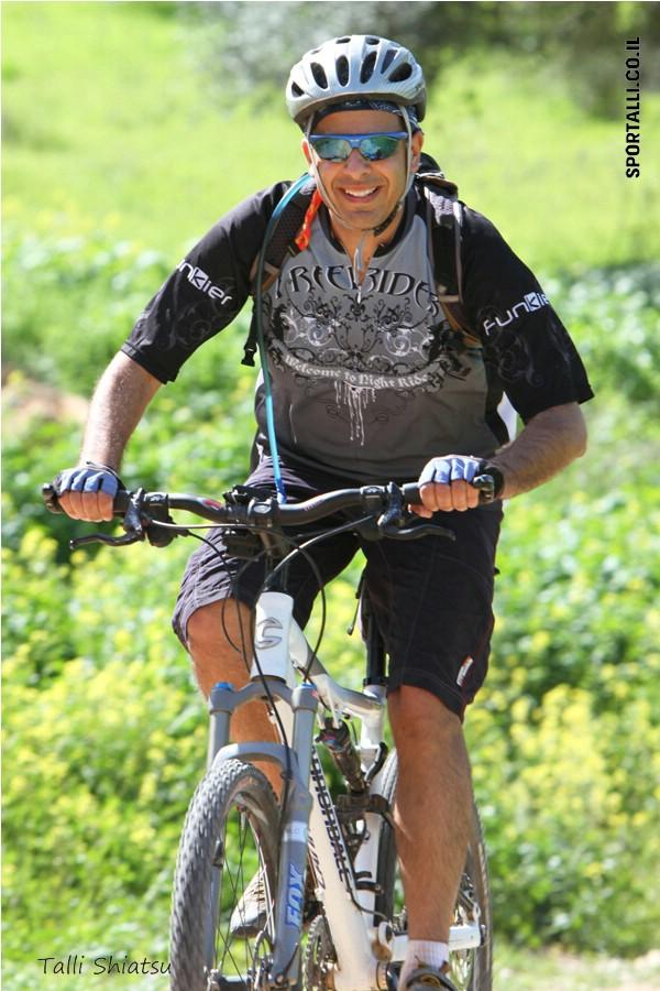 שחייה, ריצה, אופניים | דורון רצאבי ברכיבת שטח | צילום: טלי שיאצו