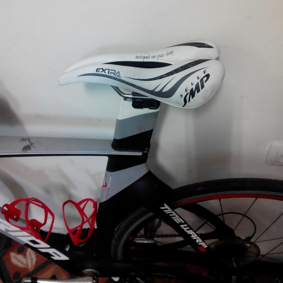 לרכוב על אופניים זה כואב לכן החלפתי 3 אוכפים (אוכפים של נשים, של גברים, עם חור באמצע, בלי חור)
