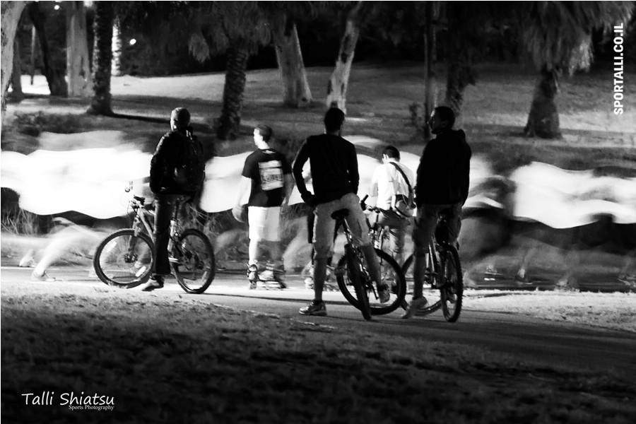 אתגר צילום תמונות ספורט בשחור לבן | מרוץ לילה של נייקי 2011