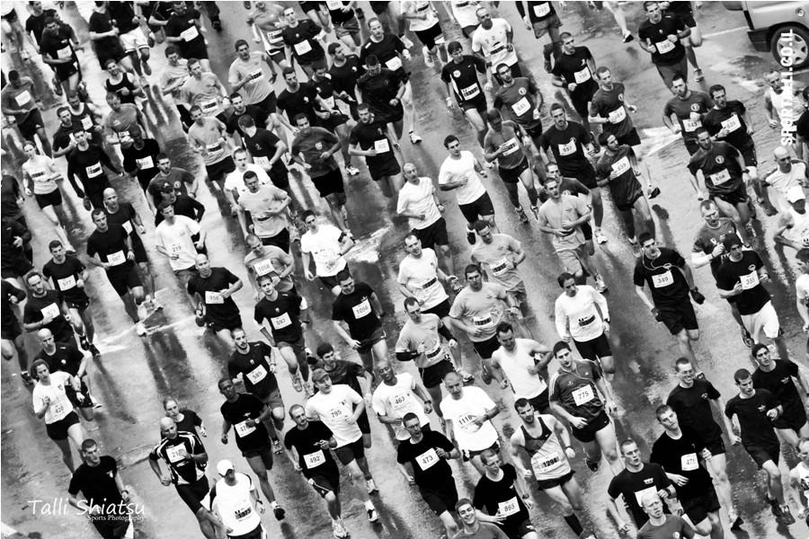 צילום: טלי שיאצו | אתגר צילום תמונות ספורט בשחור לבן | מרתון טבריה 2012