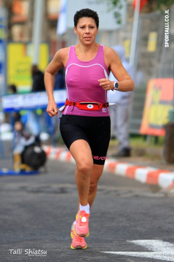צילום: טלי שיאצו | מרתון טבריה | סוניה אריאלי בקו הסיום